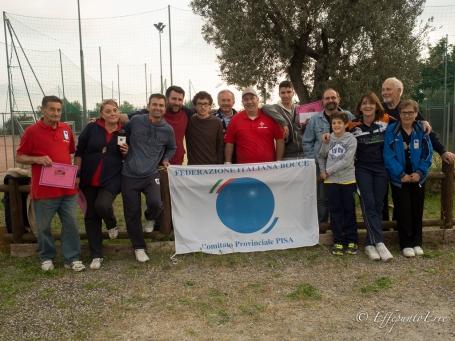Foto di gruppo alla seconda prova del Circuito Toscanao di petanque a Riparbella - Foto di Francesco Rosella