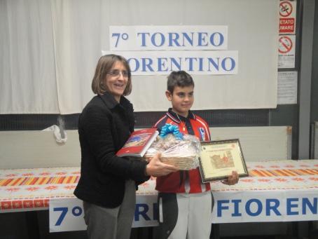Enza Lombardi premia Matteo Franci vincitore del 7° Torneo fiorentino