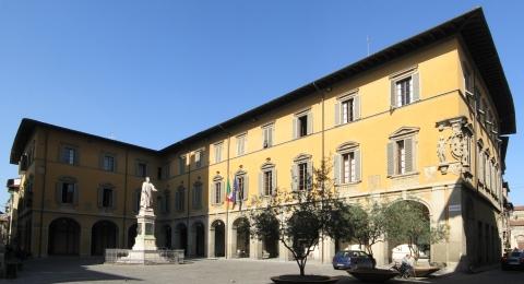 Palazzo Comunale Prato di Giacomo Boschi Gwilbor - Opera propria, CC BY-SA 3.0, https://commons.wikimedia.org/w/index.php?curid=1351054